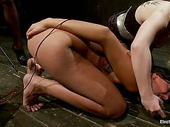 Cassandra Nix Gets an Electric Double Penetration