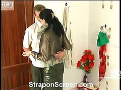 Laura&Cyrus mindblowing strapon action