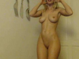 Tastie Dancing Babe