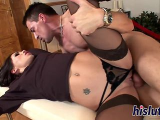 Slender Raven-haired Hottie Has Her Pussy Pumped
