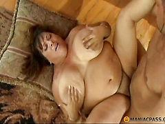 Fucks her pussy fluffy