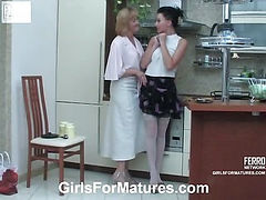Emilia&Marion pussyloving mom in action