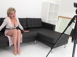 Lady tease in high heels braless