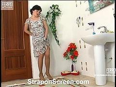 Gwendolen&Ferdinand kinky strapon video