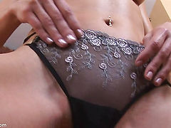 Amateur Shows her Pussy and Ass