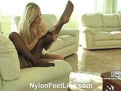 Annabel&Stella nylon footsex action