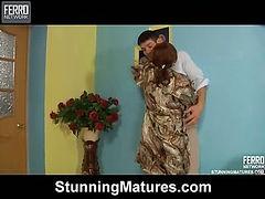 Viola&David attractive mom on video
