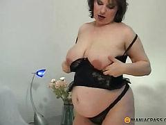 Pregnant babe in lingerie