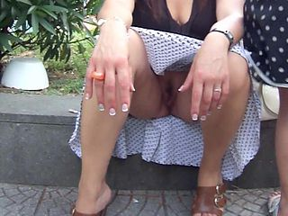 Old women no panties upskirt