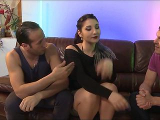 French whith round ass threesomes