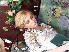 Olivia&Rudolf stunning nylon feet video