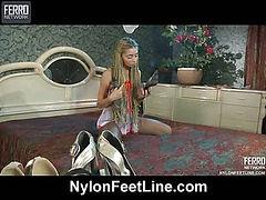 Hatty exposing her hylon feet
