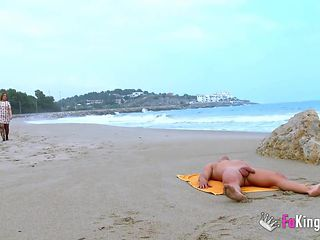 Banging again on the beach with a lot of voyeurs around