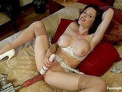 The Pin-up squiritng MILF Finale