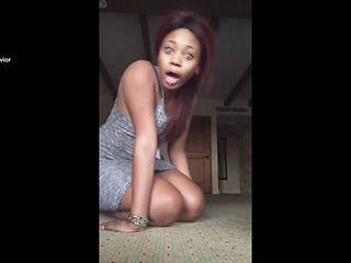 Sexy Ebony Slut Reyna Doing Splits