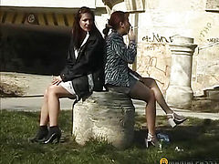 Two friends chooses a place where pee