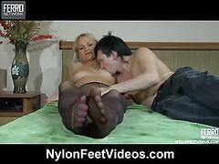 Dolly&Rolf kinky nylon feet video