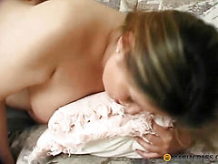 Fucks her pregnant body