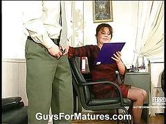 Ella&Morris irresistible mom on video