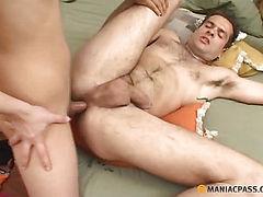 Beauty fucks guy in his hole