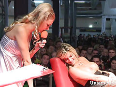 Hot blonde uses dildo to fuck herself