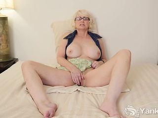 Mature Eden Masturbating Her Pussy(1080p)