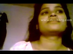 Indian home scandal housewife exposed and give handjob to hubby