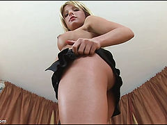 Cindy Spreads her Pussy in Extreme Closeup